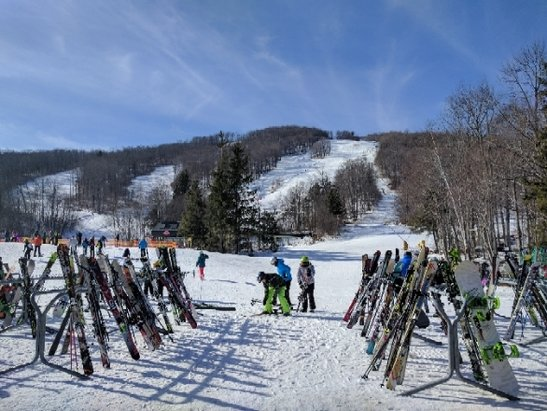 Stratton Mountain - beautiful day with very few icy patches. most trails are good. busy but not crowded. gondola is running slower than usual but lines are OK. - © anonymous