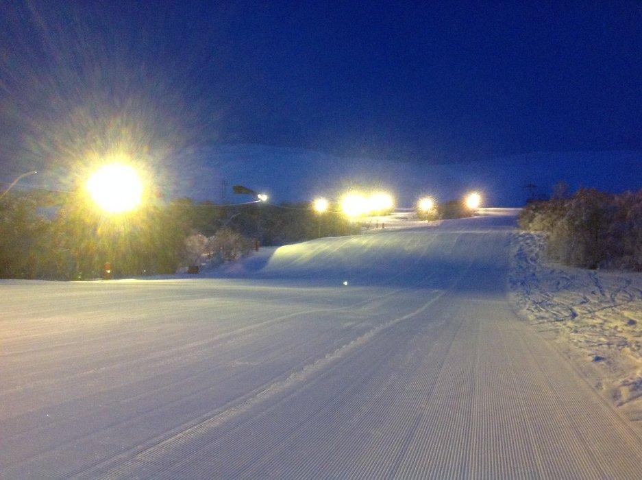 Det er gode forhold i bakkene på Oppdal. I fjellet er det godt med snø og gode muligheter for å finne pudder. - © Oppdal Skisenter