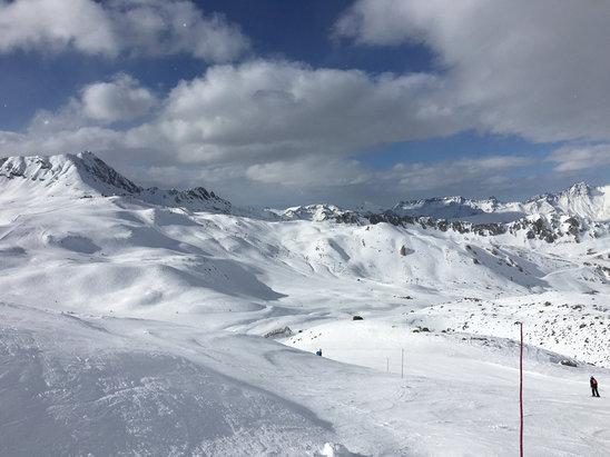 La Plagne - Belle semaine de ski, mais il commence à manquer de neige. - © iPhone de JEAN