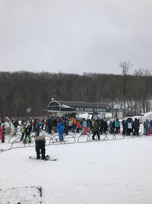 Wintergreen Resort - Bit of a line. New snow.  Ok conditions - © Thiago's iPhone 6S
