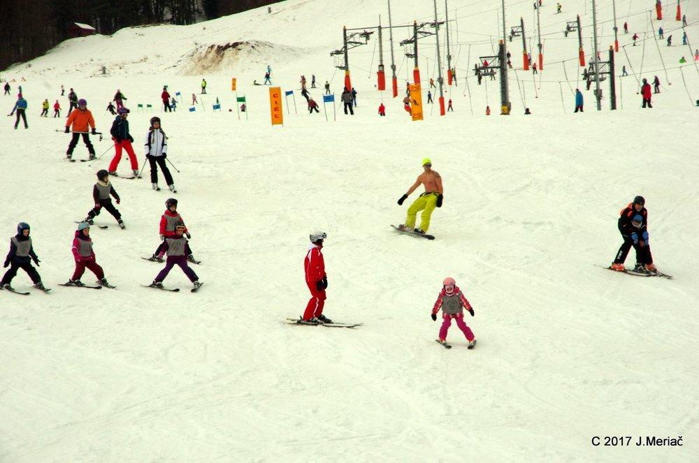 Lettkledd skikjøring i Slovakia - © J. Meriač | Snowland Valčianska dolina
