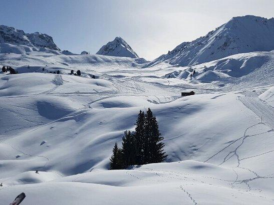 La Plagne - bonne qualite de ski... quelques plaques de verglas pas mechantes... il fait beau!! - © Angelik