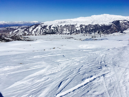Ovindoli - Ottima la neve ed abbondante.Impianti tutti aperti,pietre sul pistone.Giornata leggendaria - © Stefano Sforza
