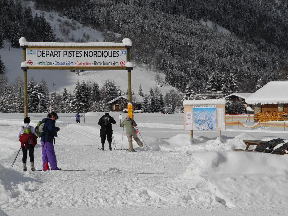 Au départ des pistes de ski de fond de l'espace nordique de Pralognan la Vanoise - © OT de Pralognan la Vanoise