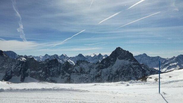 Les 2 Alpes - la vue du haut - les écrins au milieu - © j Foucher