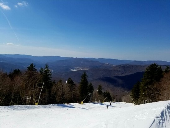 Snowshoe Mountain Resort - No lift lines at Cupp Run. Beautiful day...make use with what you are given. Nobaday - © Nismo180