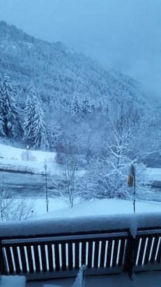 Oz en oisans - lots of fresh snow last night - at least 20cm at Oz station and a lot more up the mountain!  - © andymet87