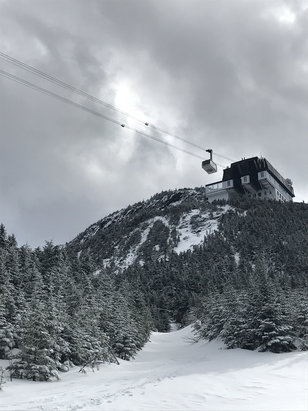 Jay Peak - Tram coming down! Great family vacation!!  - © Timothy's iPhone