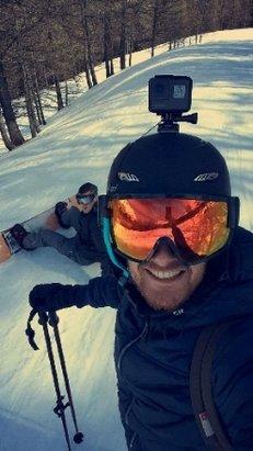 Val Cenis - super week end ensoleillé après oui c'est de la neige lourde et humide mais on va dire il fait tellement doux , en tout cas 2 jour de ski pas un seul cailloux sur les pistes ca c'est vraiment cool car sur d'autre station on essaye de les eviter tte les 30 seconde. en tout cas a. l'année pro ma station préféré  : ) - © manu92portos