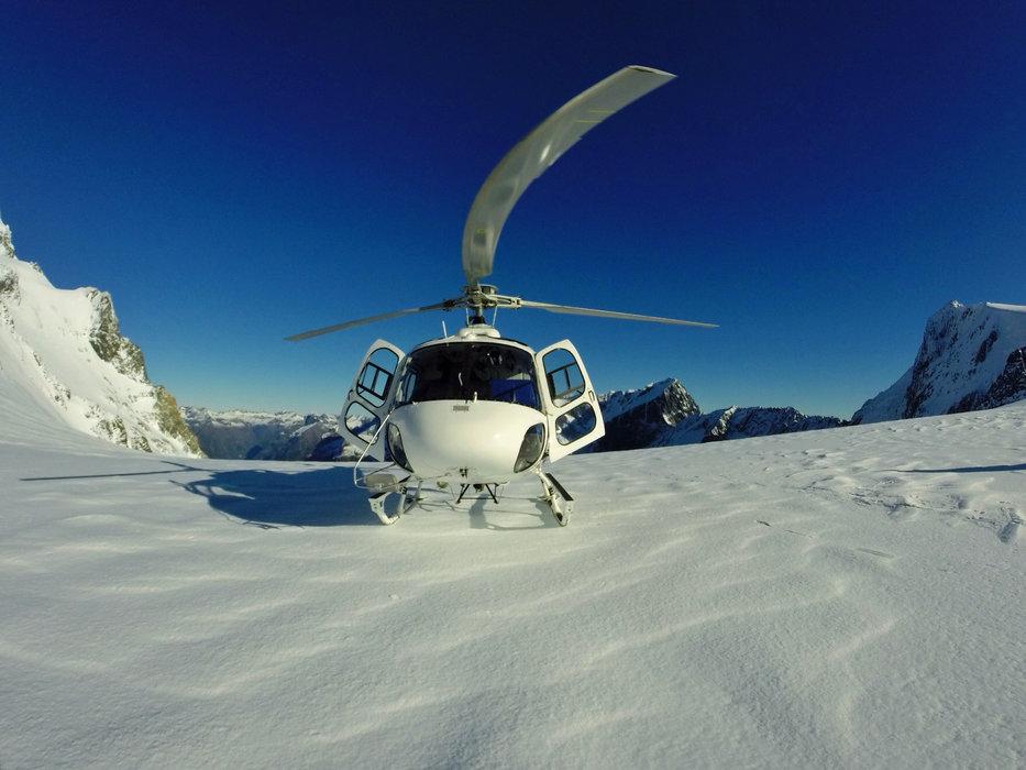 Privilège (ou caprice) de certains... l'hélicoptère peut vous déposer directement sur le domaine skiable de quelques stations...  - © Robinmhl - Fotolia.com