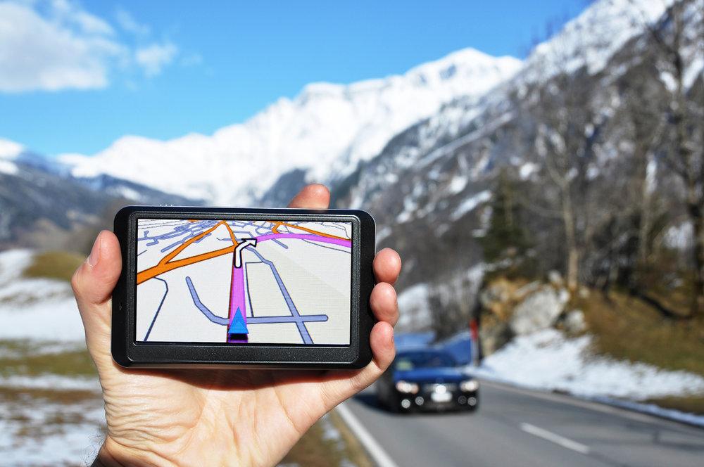 La route demeure la voie la plus empruntée pour accéder aux stations de ski mais attention aux indications, parfois éronnées, des GPS (cols fermés en hiver...) ! - © Pincasso - Fotolia.com