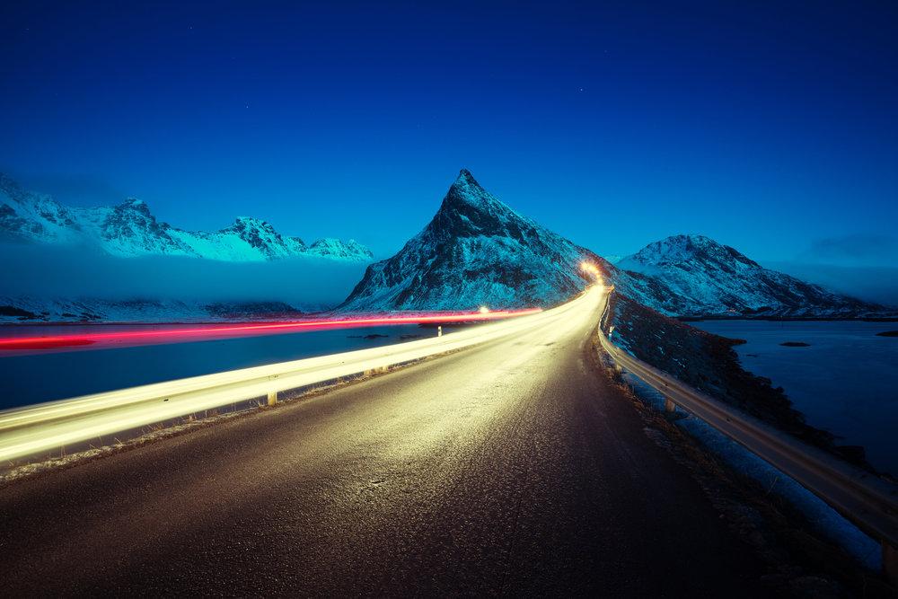 Auf die Fahrt in die Berge kann man sich gut vorbereiten - © Fotolia.de © Iakov Kalinin (#142227074)