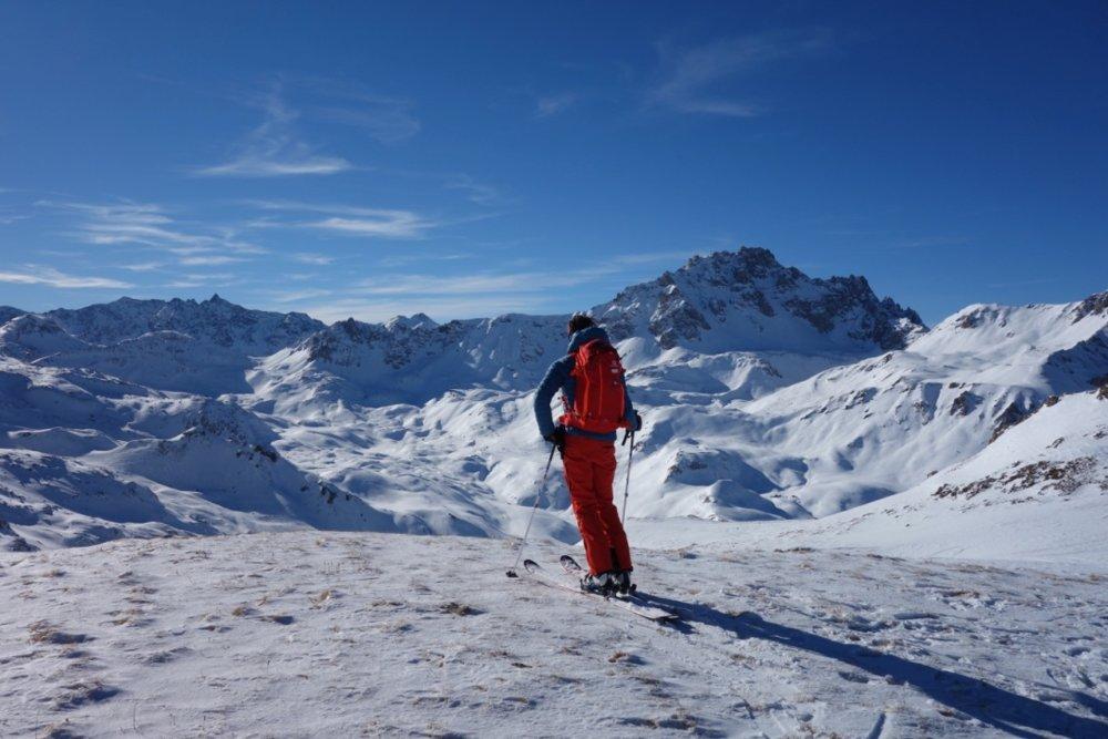 Det var litt forblåst på toppen, men vår guide Antoine Roze nyter utsikten. - © Christine Amdam