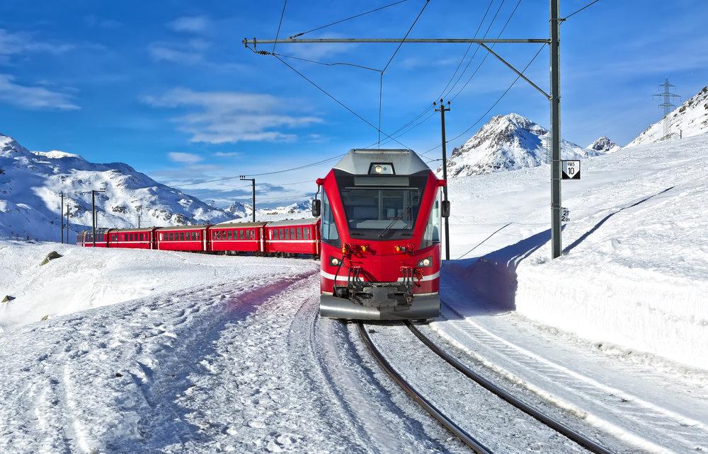 Voyager en train jusque dans les vallées des Alpes, un excellent moyen de s'imprégner de magnifiques paysages avant de dévaller les pistes de ski - © Fulcanelli - Fotolia.com