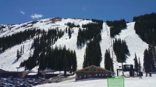 Loveland - Good condition for spring skiing! - © dennisalbanese