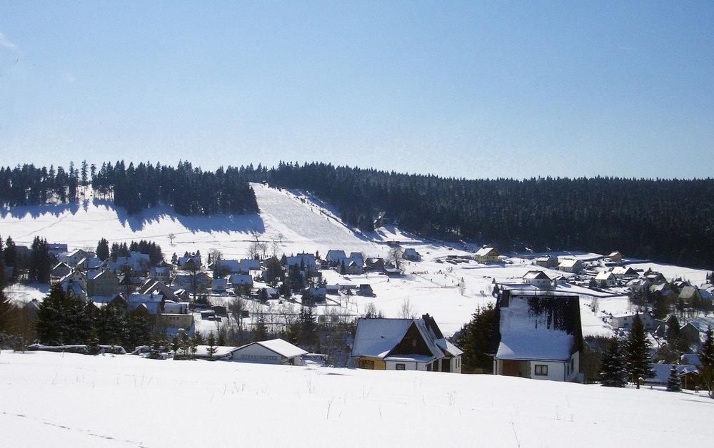 Blick auf den Skihang in Carlsfeld (Erzgebirge)