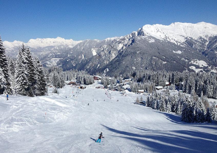 Das Skigebiet Chur-Brambüesch bietet euch eine einmalige Aussicht auf die umliegende Landschaft - © Chur Tourismus