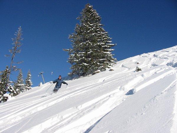 Das Skigebiet Diemtigtal Grimmialp verspricht viel Spaß auf den Pisten und tolle Naturlandschaften. - © Grimmialp Bergbahnen Diemtigtal