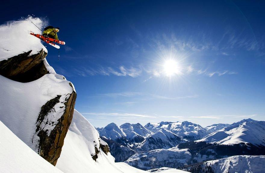 Im Skigebiet Disentis 3000 haben insbesondere Freerider die Möglichkeit ihre Skills unter Beweis zu stellen. - © Sedrun Disentis Tourismus