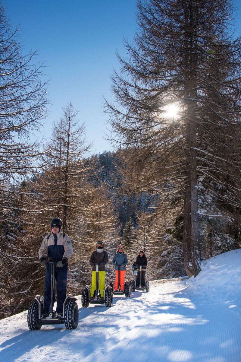 Balade en segway sur les sentiers enneigés des Karellis - © Oberling Olivier / OT Les Karellis
