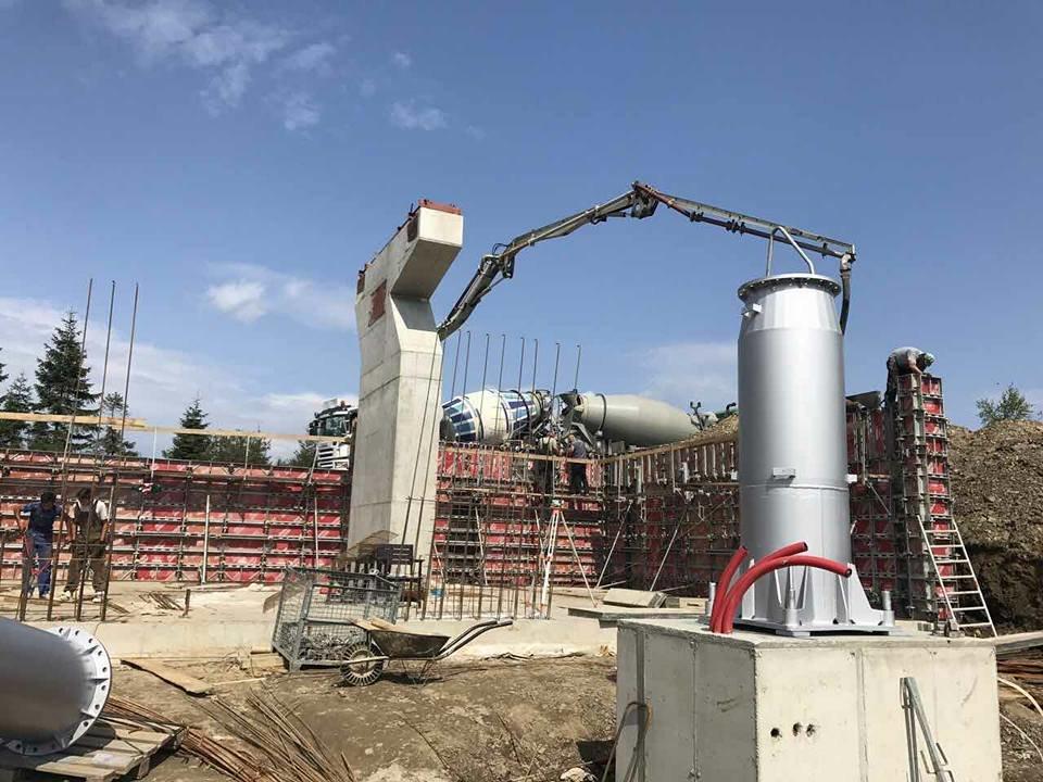 Jedna z posledných fáz výstavby novej sedačkovej lanovky v lyžiarskom  stredisku Strachan v tatranskom Ždiari - 9a36cbf59d6