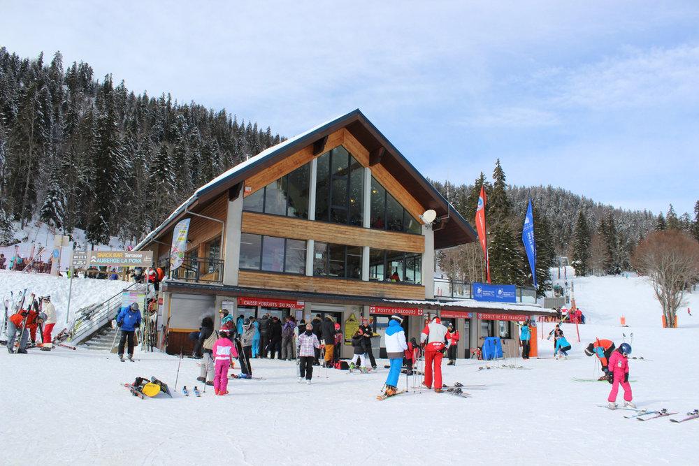 Prêt pour chausser les skis ? En route pour une bonne journée de glisse à Autrans !  - © Station Autrans-Méaudre en Vercors