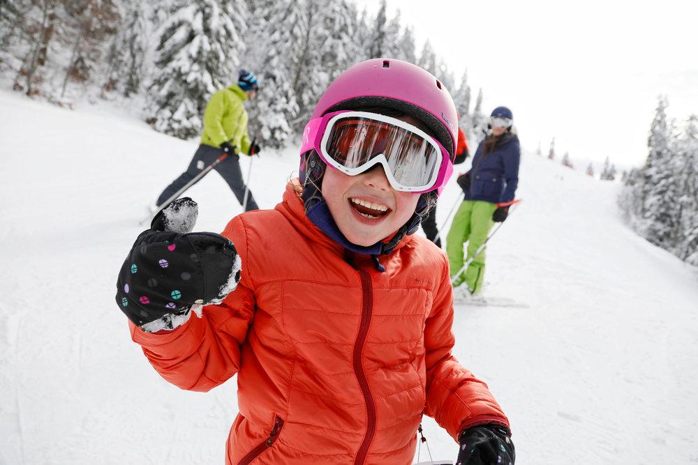 Les joies de la glisse, pour les grands et les petits, sur le domaine skiable d'Autrans Méaudre - © Station Autrans-Méaudre en Vercors