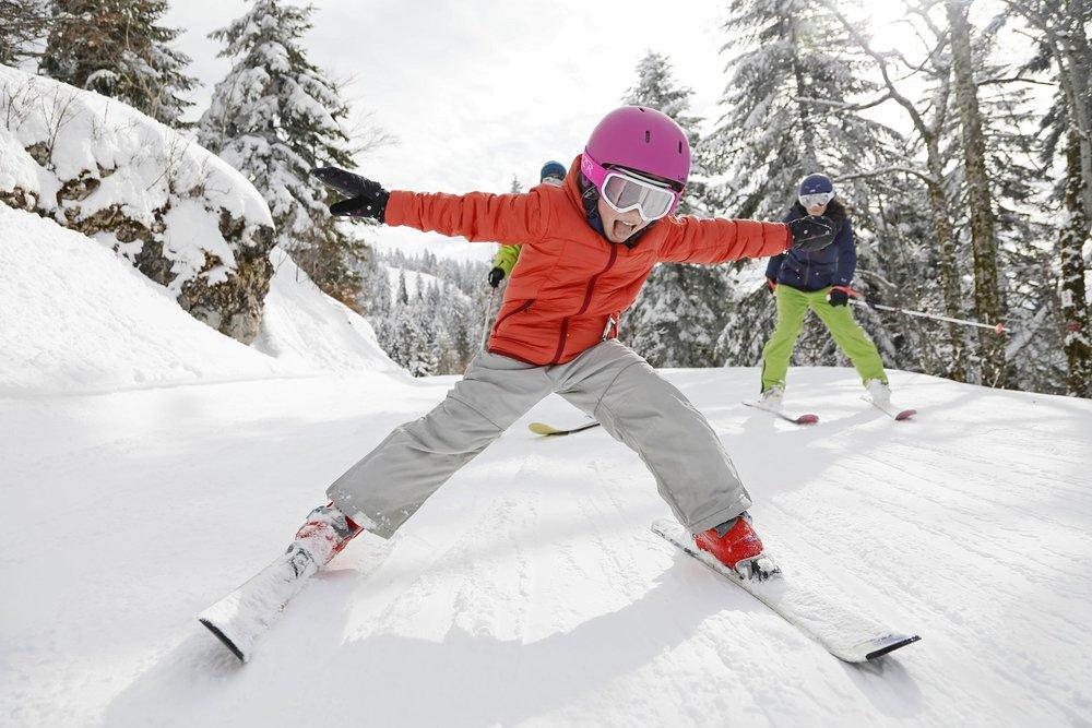 Petits et grands s'en donnent à coeur joie sur le domaine skiable d'Autrans-Méaudre - © Station Autrans-Méaudre en Vercors