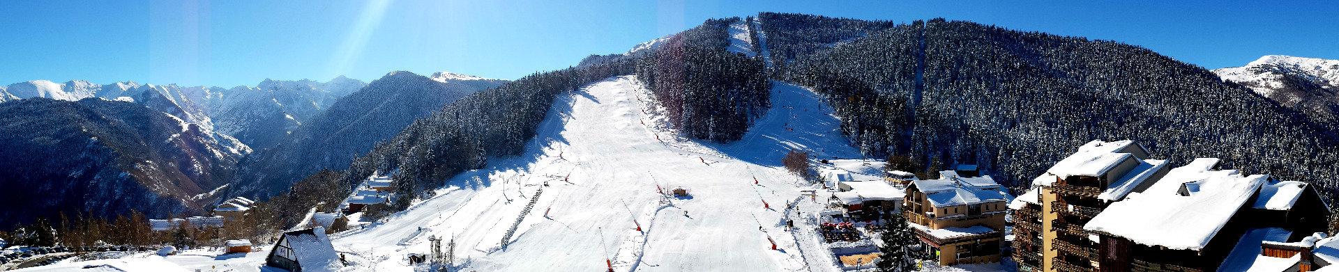 Belle journée de ski en perspective à Ax 3 Domaines - © Station d'Ax 3 Domaines