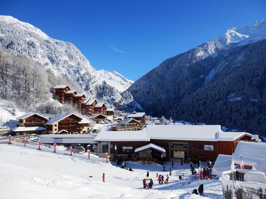 Champagny en Vanoise vous ouvre les porte du domaine skiable de La Plagne/Paradiski via sa télécabine - © Office de Tourisme de Champagny en Vanoise