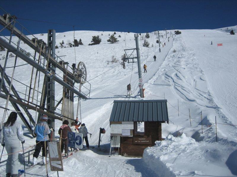 Belles conditions de ski sur le domaine skiable de Ceüze