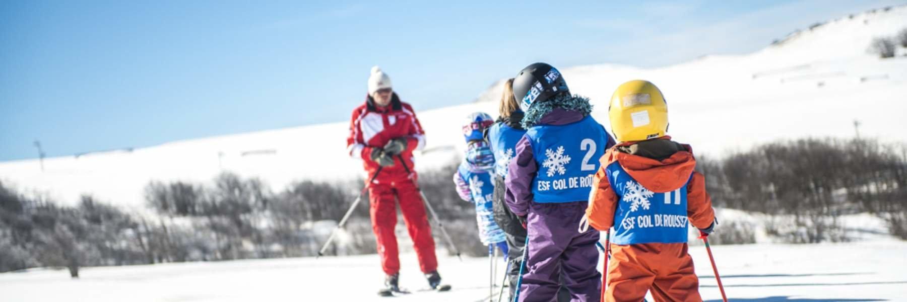 Apprentissage du ski sur les pentes enneigées du Col de Rousset - © Conseil Départemental de la Drome
