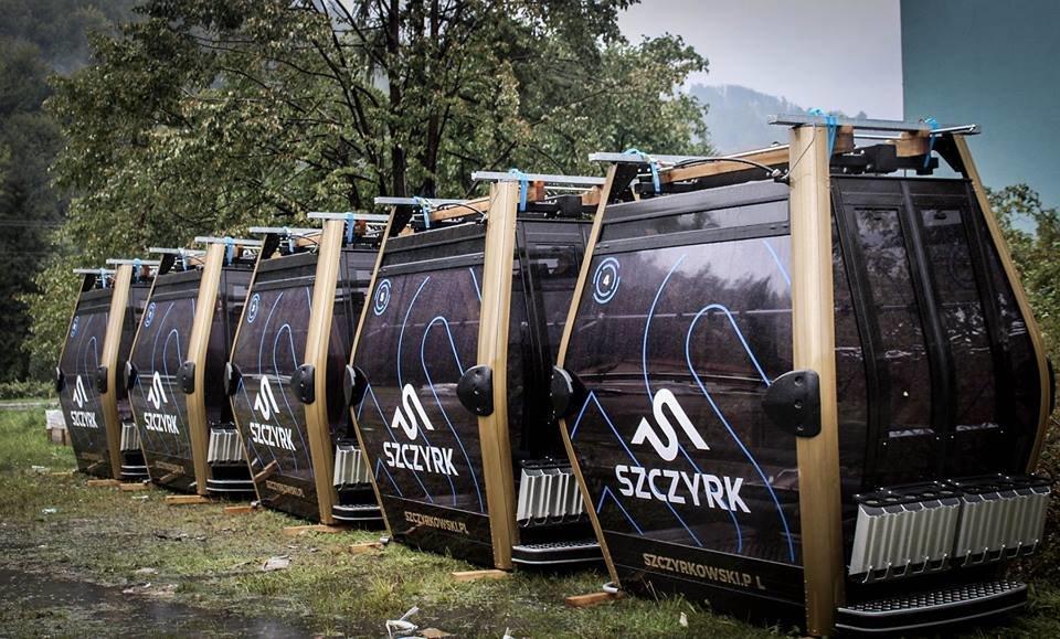Wagoniki nowej 10-osobowej gondoli w Szczyrk Mountain Resort - © TMR
