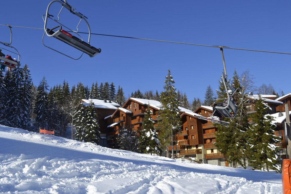 Les résidences au pied des pistes de ski de Morillon - © Morillon Tourisme