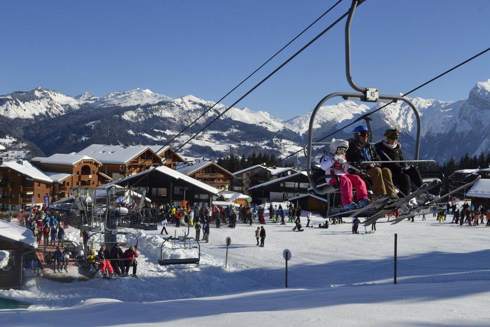 Une belle journée de glisse en perspective sur les pistes de ski de Morillon - © Morillon Tourisme
