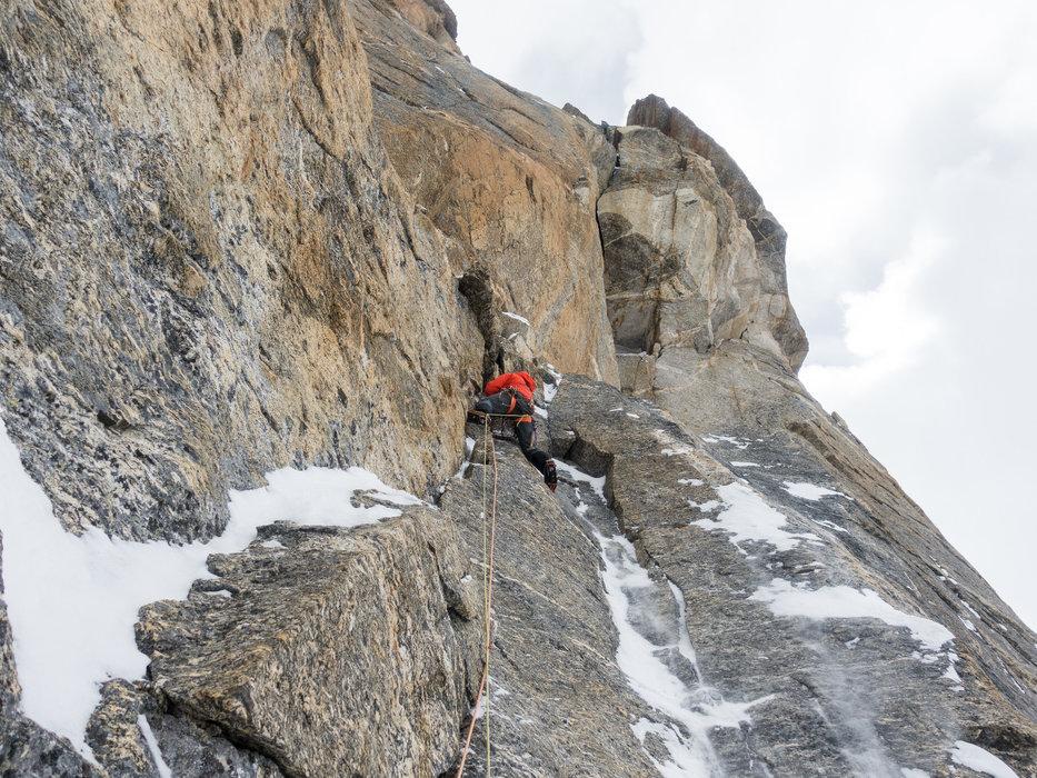 Momente der Freude für Julian Zanker. Er klettert die nächsten 2 Seillängen in freier Kletterei bis zum Schwierigkeitsgrad 6b - ©Timeline Produtions