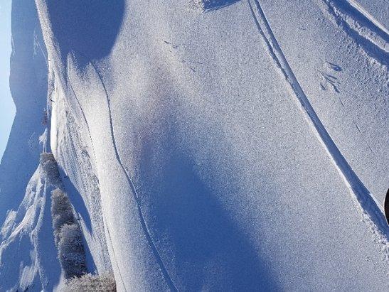 Corno alle Scale - Giornata di sole spettacolare. abbiamo sciato tutto il giorno. erano chiusi solo 2 impianti.. Ma considerando il periodo va bene. la neve era ottima , battuta bene nelle piste. sconsigliato il fuori pista vista la ingente nevicata passata.  - © Lorenzo e Nico