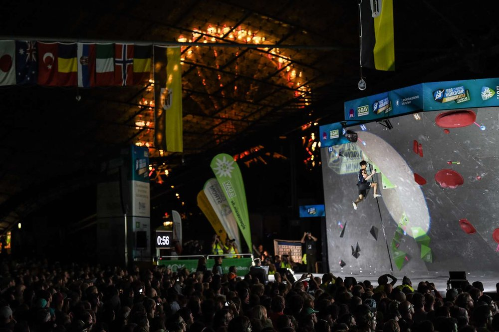 Viel Publikum unter dem Zeltdach des Olympiastadions - © DAV / NIls Noell