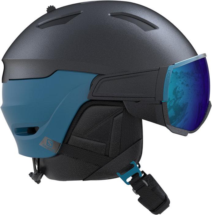 Le casque de ski haut-de-gamme Salomon DRIVER est très polyvalent grâce à son système de changement d'écrans très pratique et facile d'utilisation, sans outils. Il passe d'un écran de catégorie S3 à une catégorie S1 en un clin d'oeil pour s'adapter à la météo du jour. – 230,00€ - © Salomon
