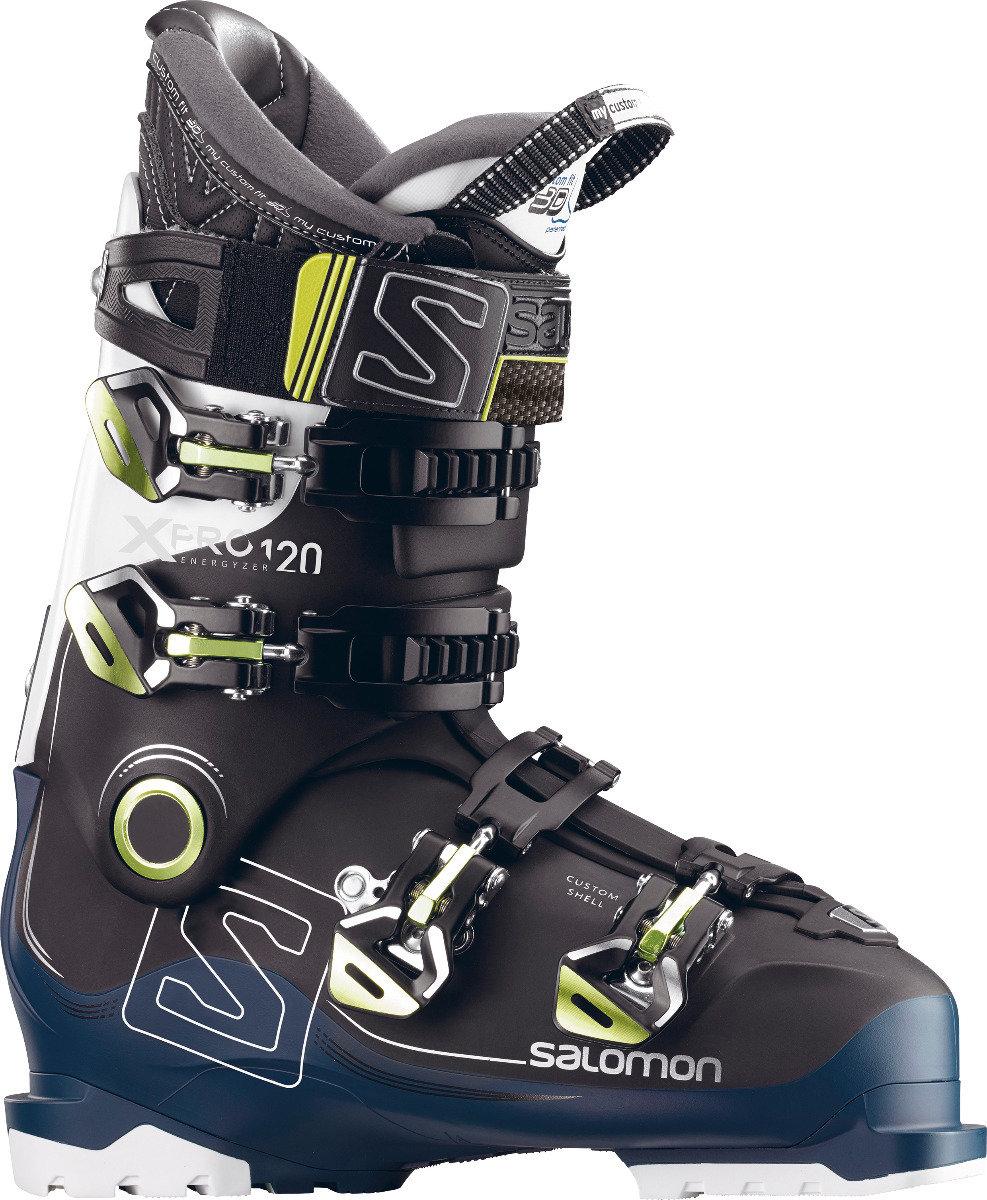La chaussure de ski Salomon X PRO 120 est très légère puisque conçue avec une coque Twinfram 2 et un châssis exclusif en polyamide. Elle augmente les performances du skieur grâce à une transmission sans effort, un rebond amélioré et un flex dynamique. – 450,00€ - © Salomon