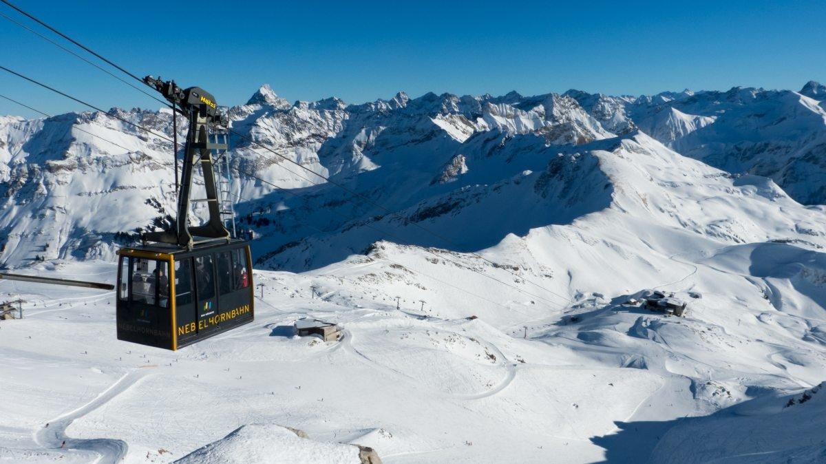 Die Nebelhornbahn hoch über dem Skigebiet - © Oberstdorf Kleinwalsertal Bergbahnen