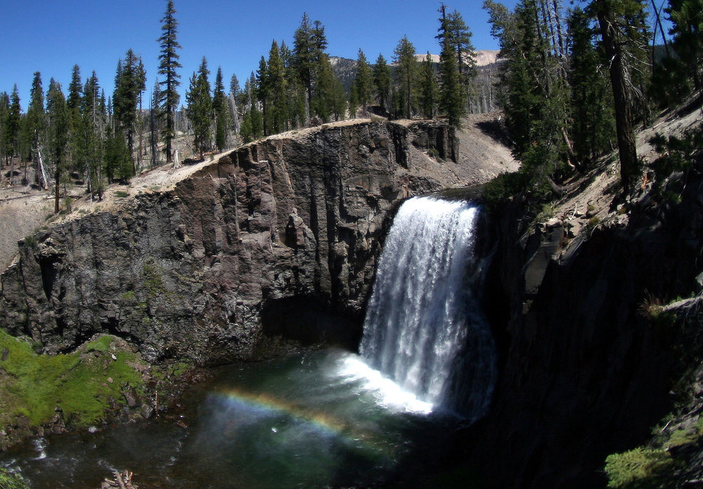 Located just 10 miles from Mammoth Mountain Ski Area, the Rainbow Falls Trailhead offers access to Devil's Postpile National Monument and Rainbow Falls.