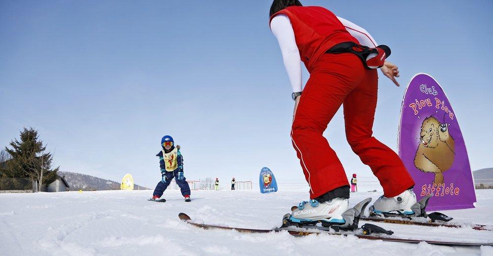 Apprentissage du ski sous la houlette des moniteurs de ski de l'ESF Méaudre - © Station Autrans-Méaudre en Vercors