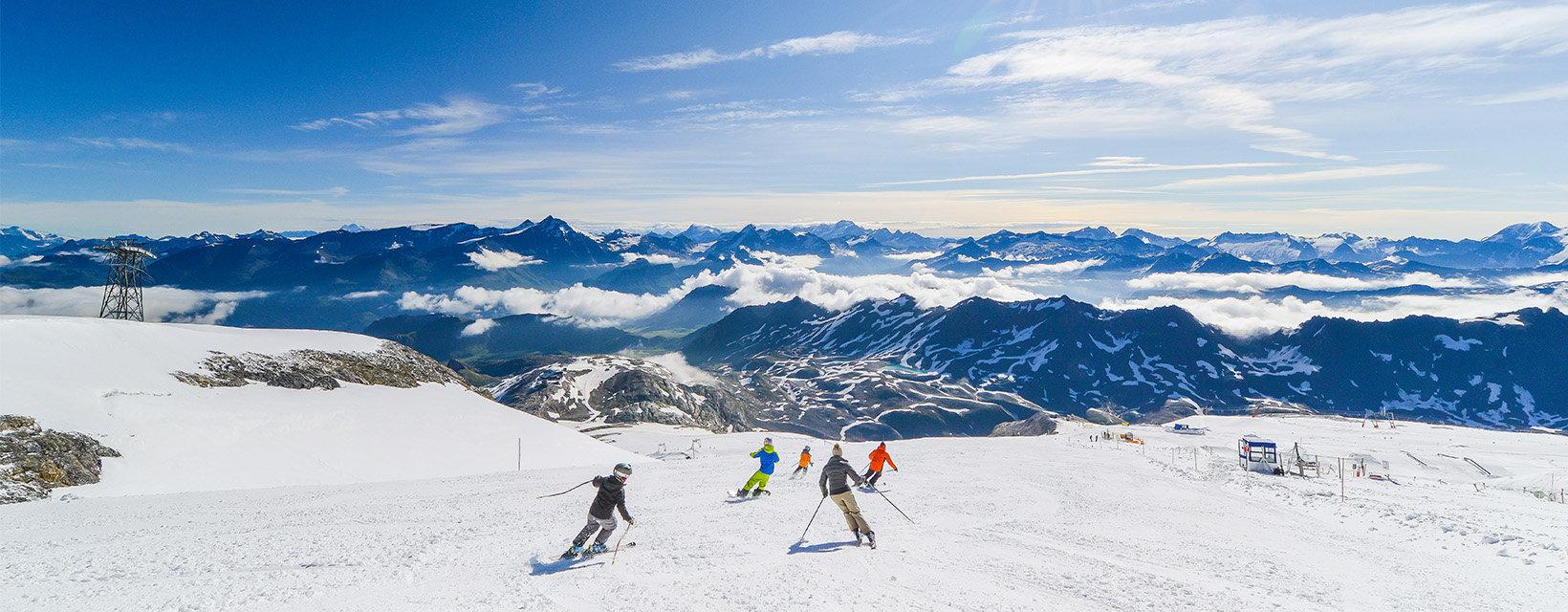 Spring skiing on Tignes' Grande Motte Glacier - © Maison de Tignes