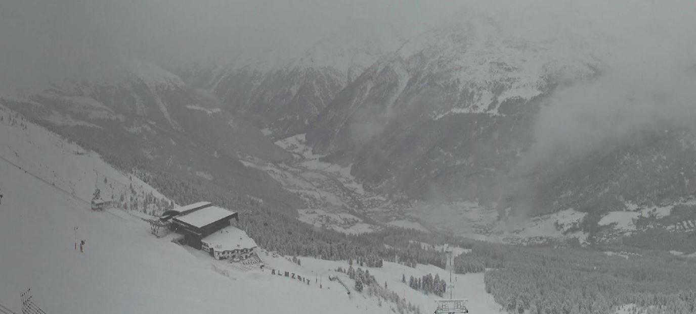 Tett snøfall over Ötztal 18.4.2017 - © Facebook Sölden
