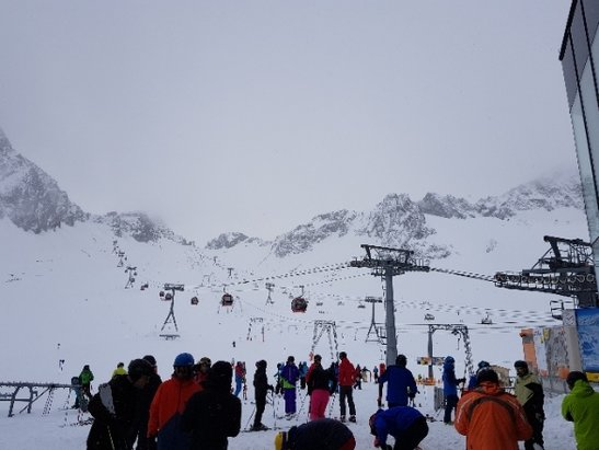 Stubaier Gletscher - Snow all day with enough visibility to keep all but one of the lifts open until last run up - © PedroWS
