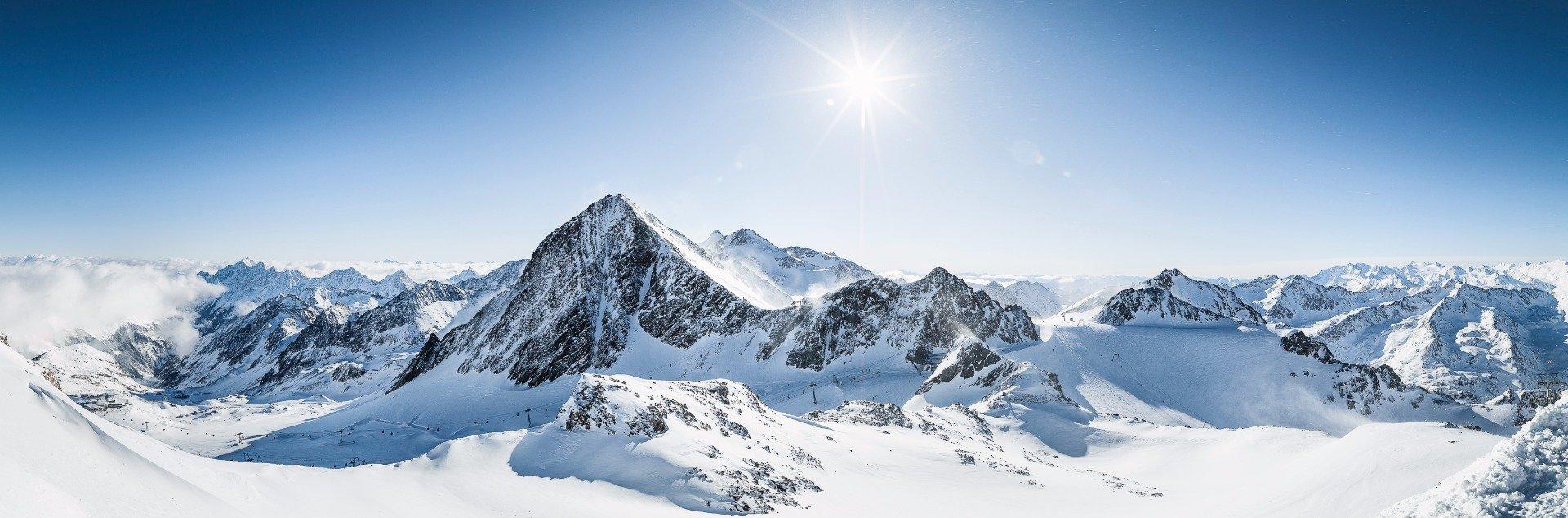 Pohádkový výhled z vrcholu ledovce - © Andre Schönherr