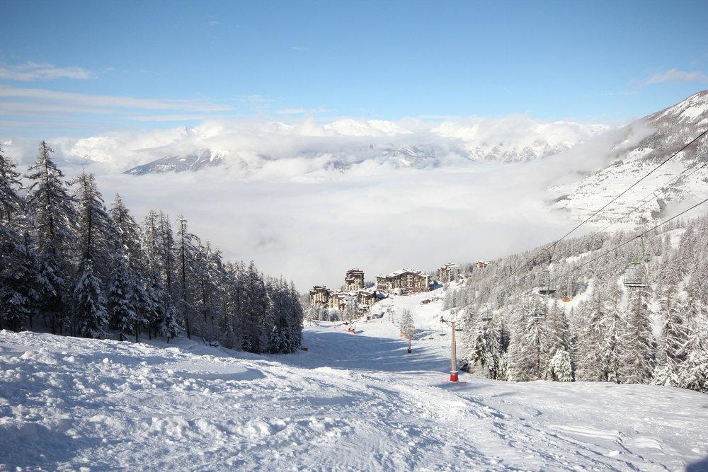 Conditions idéales (soleil et neige fraiche) sur les pistes de ski des Orres - © SEMLORE