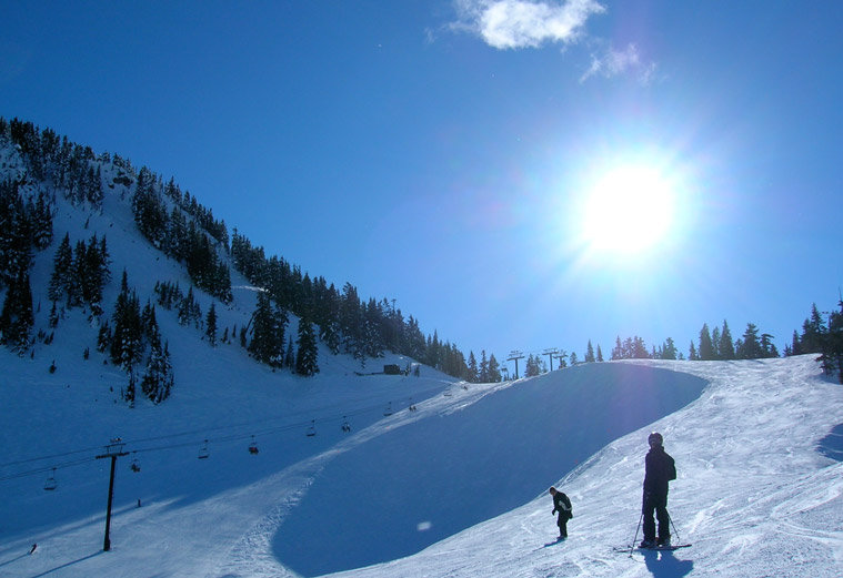 Skiers at Stevens Pass, WA. Image by Chris Chung.