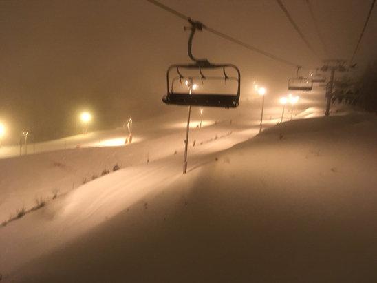 La Bresse Hohneck - Vendredi soir en nocturne, peu de monde, un peu de neige fra - © iPhone de eric Antoine